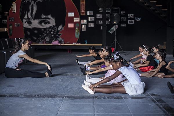 Fiesta infantil cierra talleres veraniegos de Fábrica de Arte