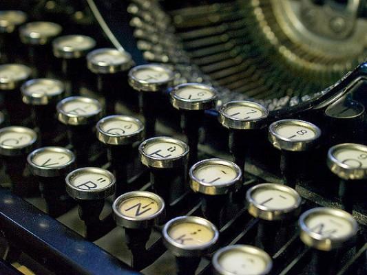 ¿A qué se debe la disposición de las letras de un teclado?
