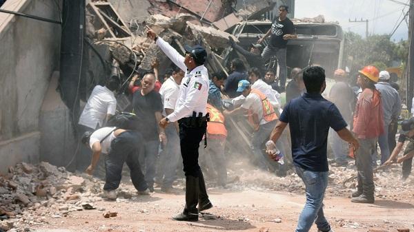 Registra México más de 300 víctimas mortales por terremoto