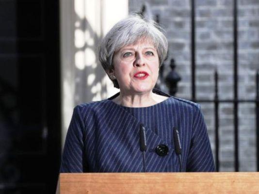 Primera Ministra británica busca ganar votos un día antes de las elecciones