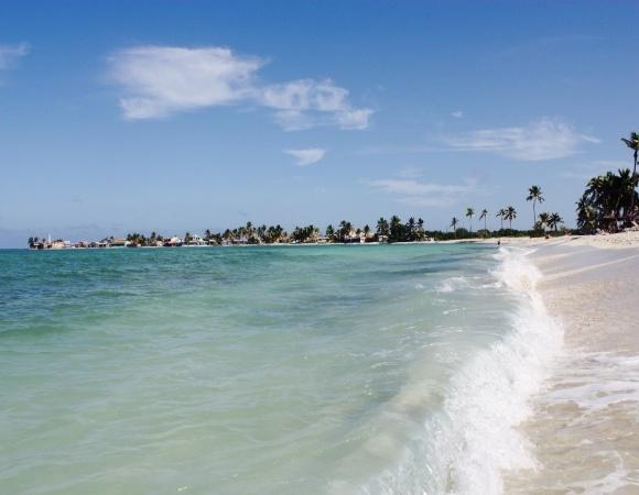 Cuba prosigue recuperación de sus playas