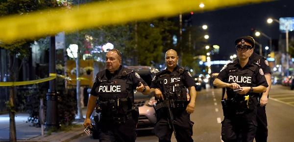 Tiroteo en Toronto causa heridas graves a cinco jóvenes