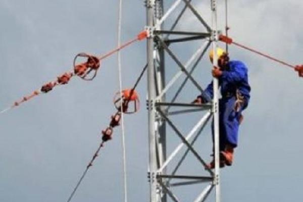 Concluye montaje en Camagüey de torres de radiodifusión derribadas por huracán Irma