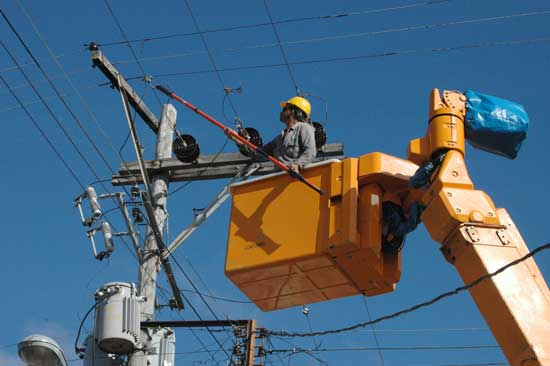 Electrical staff in Camagüey prepared before hurricane Irma