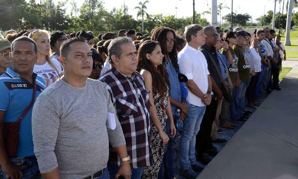 Artistas e intelectuales cubanos rinden tributo a Fidel