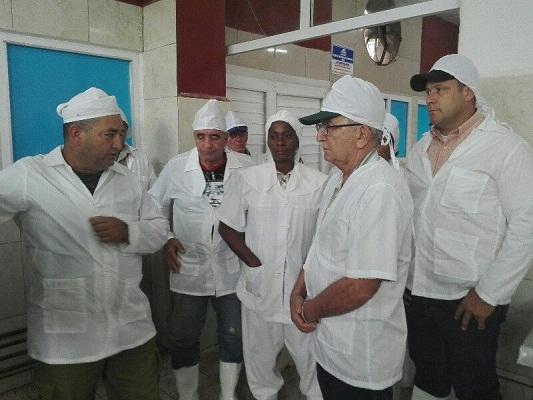 Vicepresidente del Consejo de Ministros visita industrias de la Pesca en Camagüey (+ Fotos)