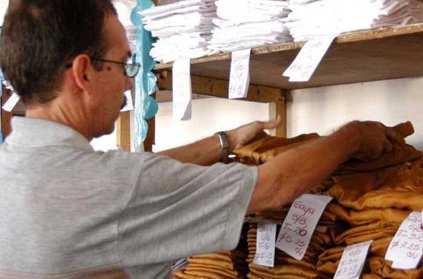 Prosigue venta de uniformes escolares en Camagüey