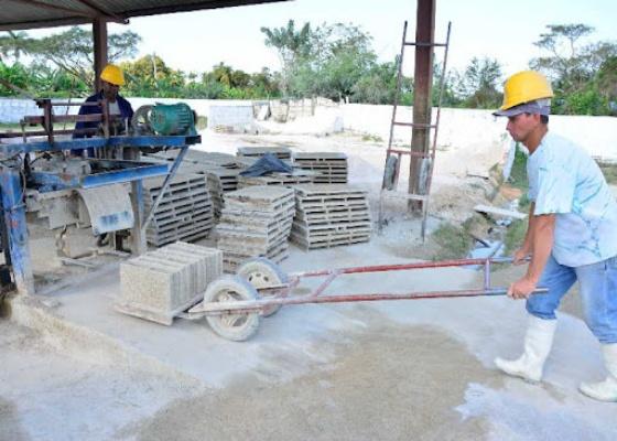 Industrias Locales en Camagüey contribuyen al mejoramiento del fondo habitacional
