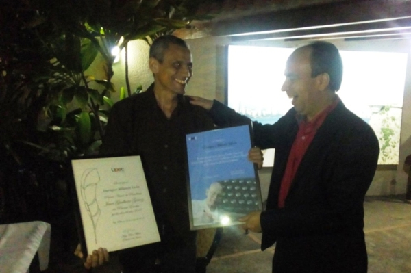 Premian en Venezuela a periodista camagüeyano