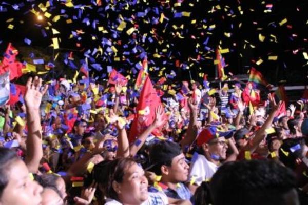 Venezuelan People Celebrate Victory at Regional Elections
