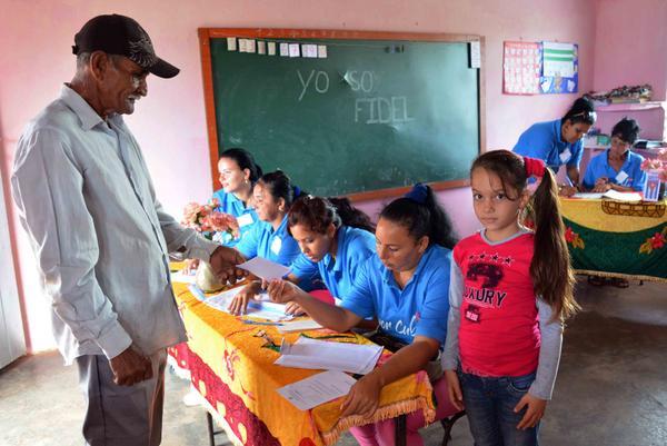 Electores de comunidad rural camagüeyana dedican su voto a Fidel