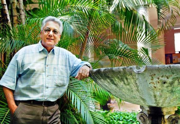 Entregan Premio Rafael Alberti al poeta cubano Virgilio López Lemus