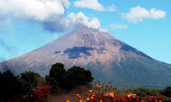Mantienen vigilancia en Nicaragua sobre el volcán San Cristóbal