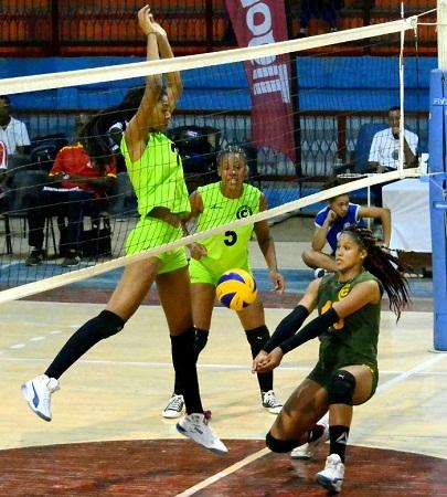 Camagüey vs Villa Clara en torneo cubano de Voleibol (f)