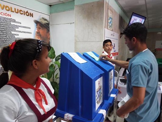 Casi la mitad de los camagüeyanos han ejercido su derecho al voto (+ Audio y Fotos)