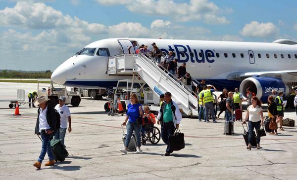 Aerolíneas de Estados Unidos reanudan vuelos regulares a Camagüey